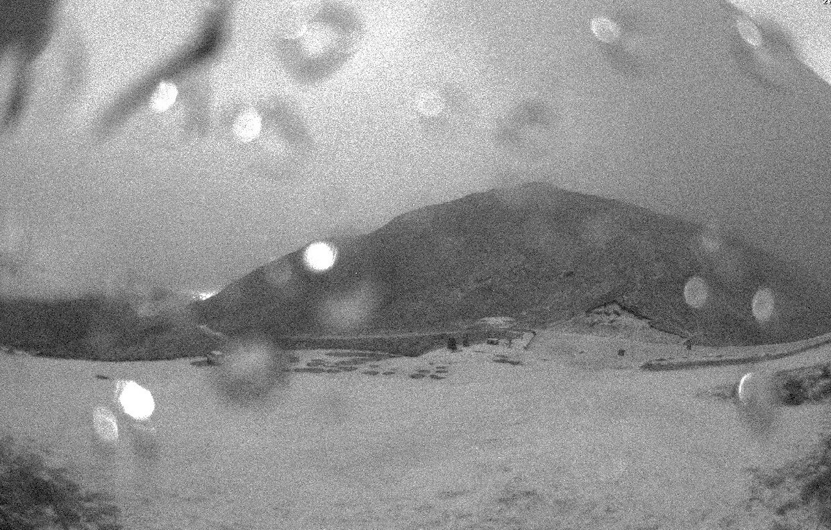 Cloud thinned enough under the nearly full moon to reveal fresh snow on the Crown Range road! Road Snow Warnings also in place across other South Island passes: metservice.com/warnings/home  ^RK https://t.co/k0qzXY5p6L