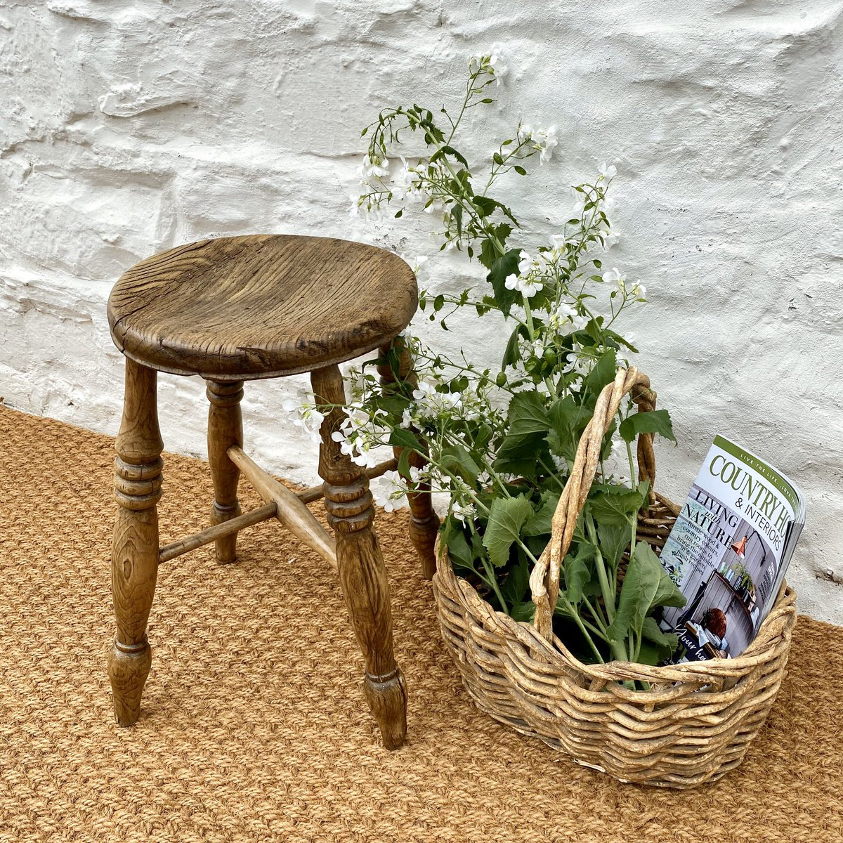 Ar werth / for sale @welshvernacular  A beautiful, charming and ever so characterful elm and ash naturally weathered stool £95 inc UK posting.  #welshvernacularantiques #welshvernacular #stool #elm #ash #weatheredandwonderful #weatheredwood #modernrustic #modernrusticdecorpic.twitter.com/ghs6xtFYUA