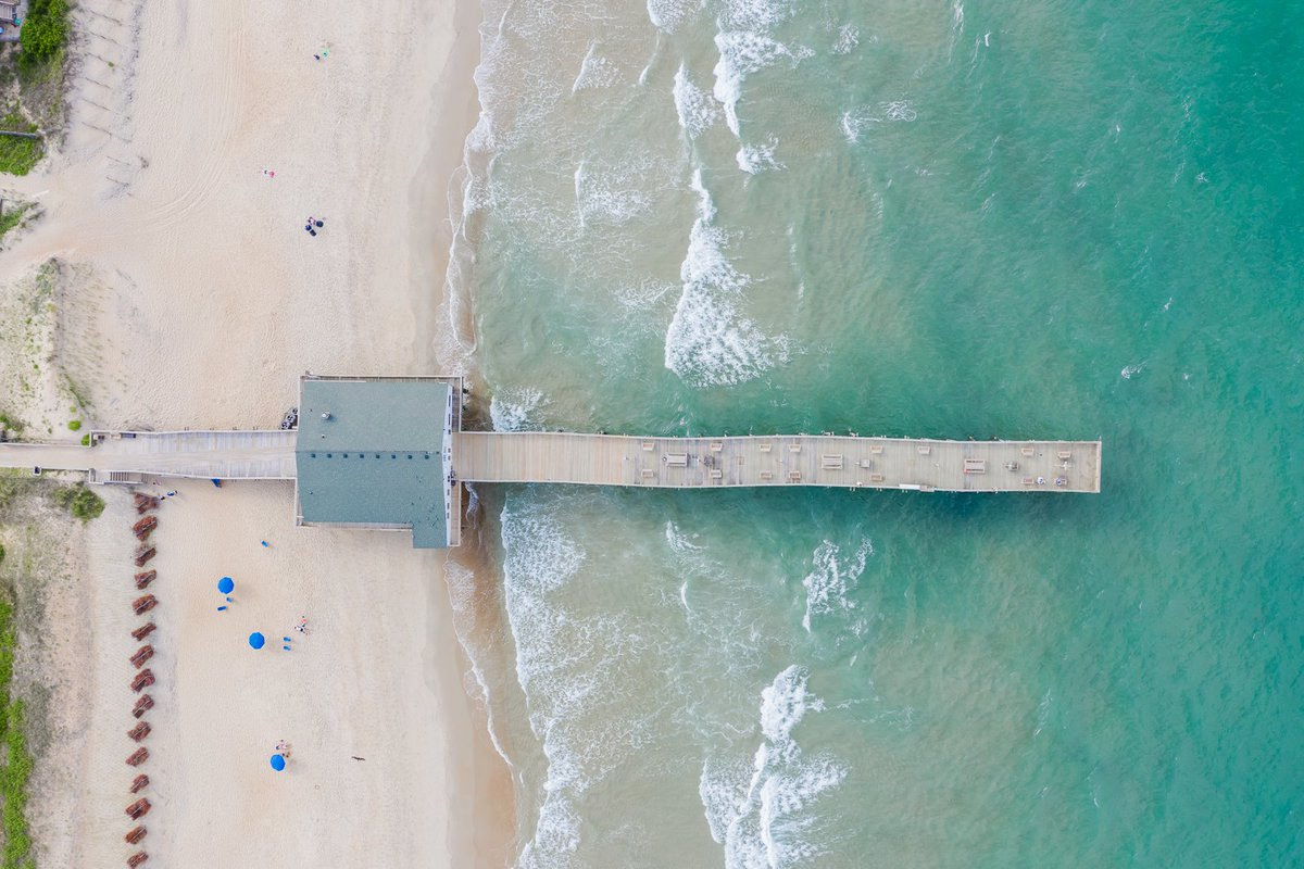 Boardwalks, beaches, marshes and lighthouses are the name of the game in the Outer Banks of North Carolina #DreamNowTravelLater  #AdventureTravel #OBXNow #OBXFirst @theouterbanks #DivergentTravel https://t.co/VbGCiNlJLV