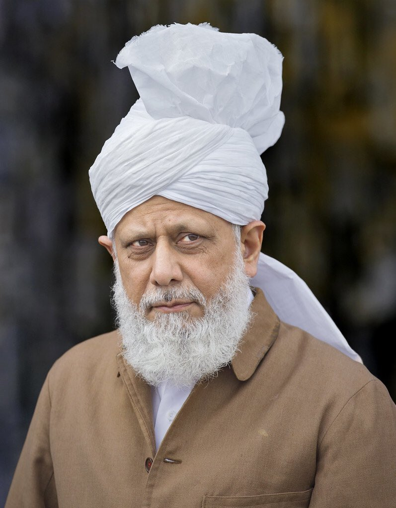 """""""It is our belief that the Holy Prophet (saw) is the Seal of the Prophets and the Holy Quran is the Seal of the Books and the Promised Messiah (as) did not bring any new Sharia (religious law) and nor can any new Sharia come now.""""  Hadhrat Mirza Masroor Ahmad(aba) #Ahmadiyyat https://t.co/ub9OsS6Exo"""