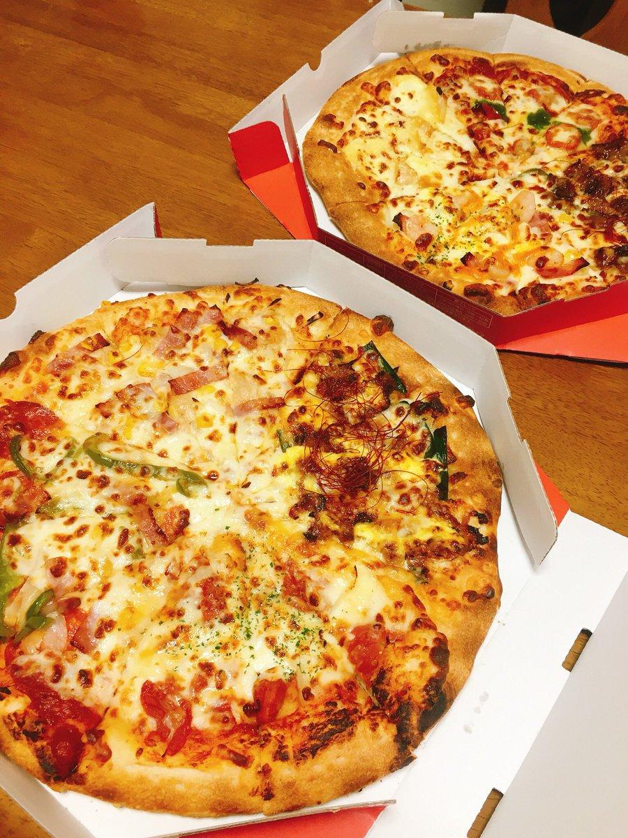 今年の誕生日は外に食べに行けないのでお家でピザ!🍕💓💓実はピザ屋さんのピザをお家で食べるのが人生初…!😳✨笑4種類の味のやつを2つ買って食べた🤤✨めちゃうまやった〜!特に海老マヨベーコンと炭火焼きビーフカルビ🤤💘あと旦那さんから攻略本貸してと言われお父さんから借りてきた🙋♀️笑