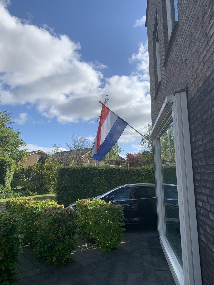 De vlag wappert! Het Zweedse wittebrood is binnen met dank aan @OVVoorhout en @BakkerAmmerlaan https://t.co/o0uXz038Sh