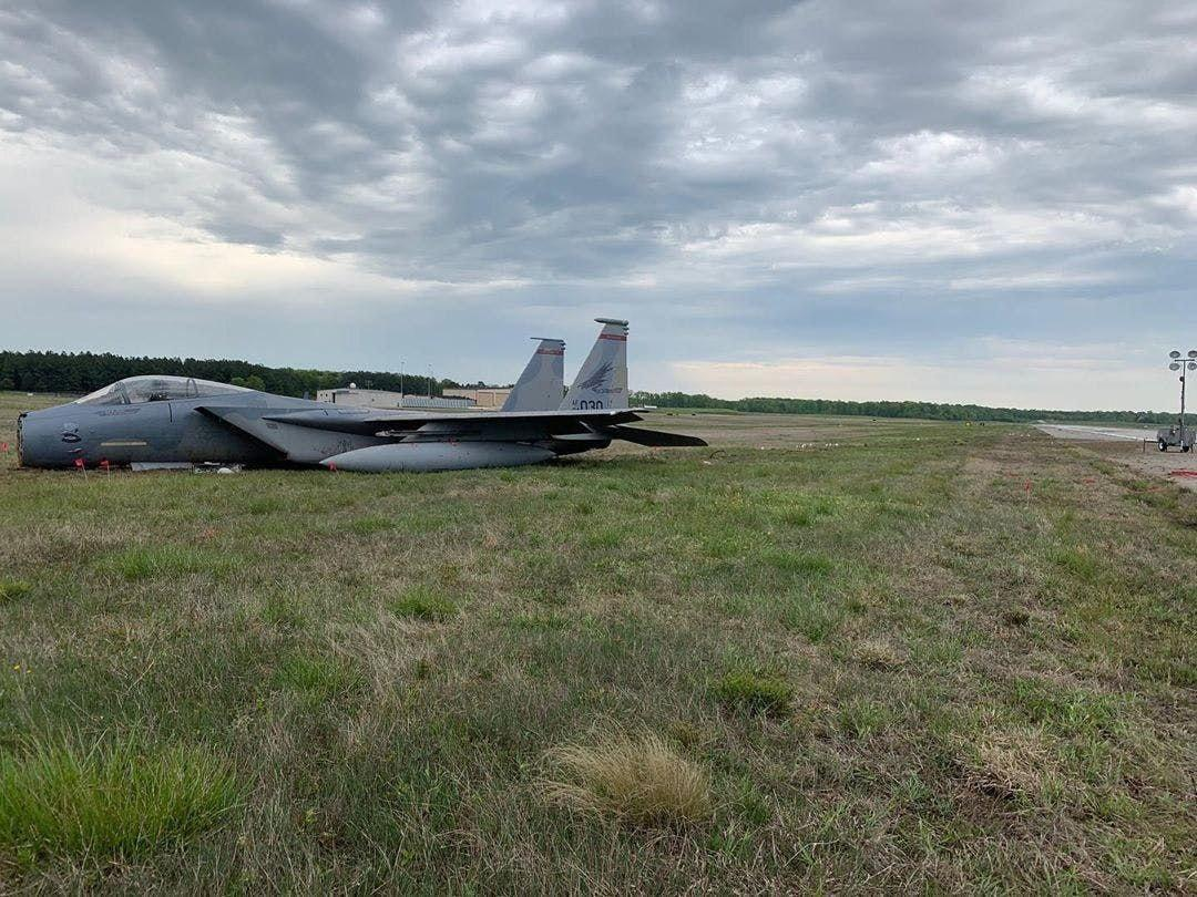 USA: F-15 fighter of the US Air Force with its air-to-air weapon set left the runway during its landing on Andrews Air Force base in Washington on Saturday May 2