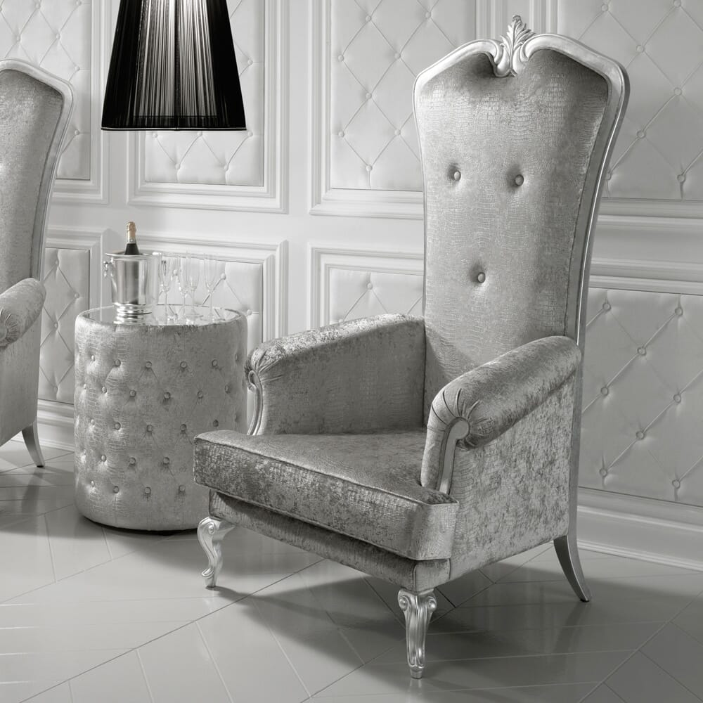 I'm the King of the castle  with this spectacular porter's chair. Finished in luxurious velvet and silver leaf. http://ow.ly/gl3a50zx3P8 #luxuryfurniture #luxuryarmchair #designerchair #porterschair #interiordesign #interiorinspo #silverfurniture #silverchair #velvetfurniturepic.twitter.com/Rkqb66fpAL
