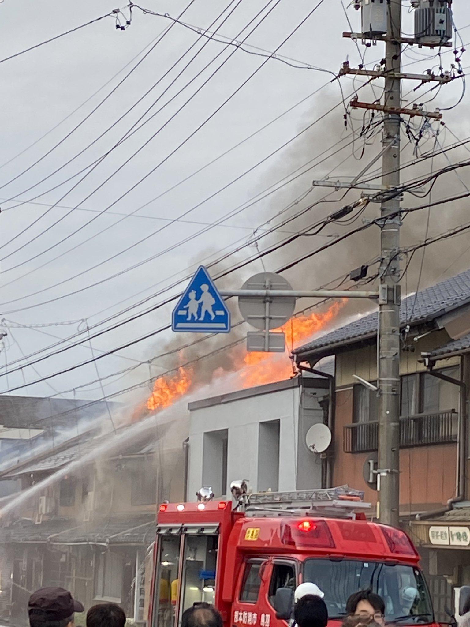 羽島市で民家が炎上している火災現場の画像