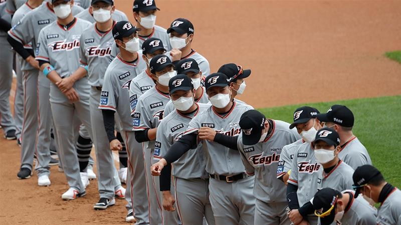 Coronavirus: S Korea baseball league reopens in empty stadiums