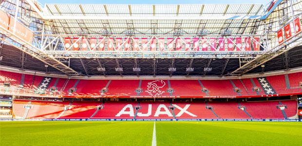 👀Neem digitaal een kijkje achter de schermen in het stadion. Tijdens deze virtuele Tour neemt een gids jou namelijk mee door het stadion en ontdek jij plekken waar normaal gesproken alleen de Ajax spelers komen! 😱  ➡ https://t.co/GCfeFhfGUu https://t.co/4Pkeu22Wrl