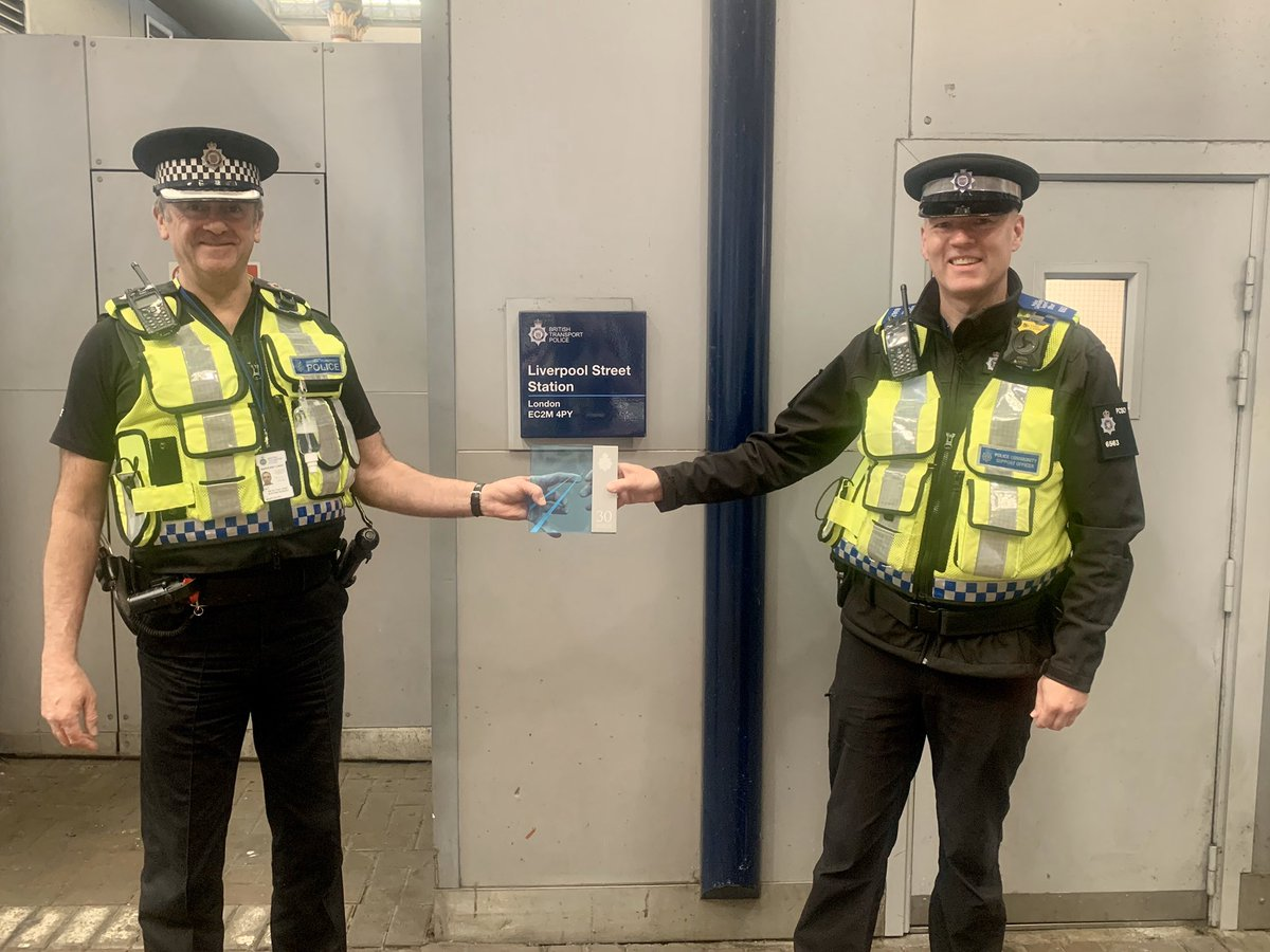 PC Bixby retired after 28.5 years service with @BTP. When he retired he didn't quite qualify for a 30 years service plaque. He has since returned to BTP as a PCSO and now has 30+ years combined service. Today he received his plaque during a surprise visit at @BTPLiverpoolSt