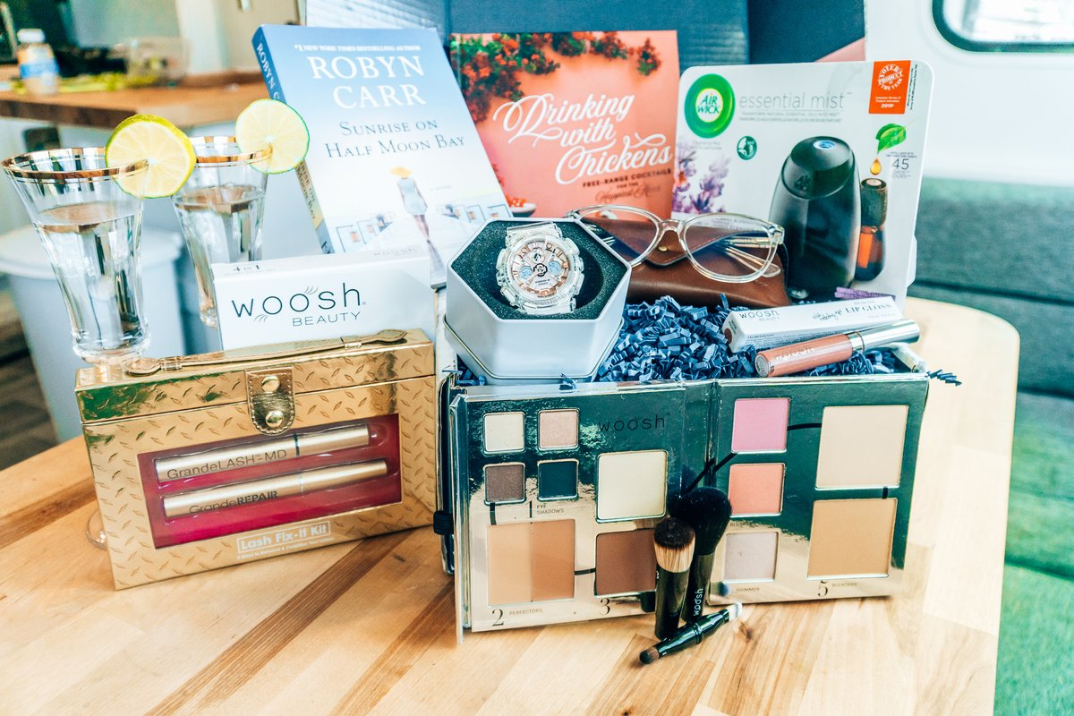 """""""The Gifts Your Momma Actually Wants this Year!"""" #GiftsForSuperMomBBxx#ad With coupons! https://www.megforit.com/the-minimalist-gift-your-momma-actually-wants-this-year/… @replacementsltd @airwickus @EyeBuyDirect #EBDfamily #wooshbeauty @HarlequinBooks @BookClubbish @grandecosmetic_ @GShock_US #gshockwomen #GSHOCKRoseGold @Running_Presspic.twitter.com/OGhM2dCzQi"""