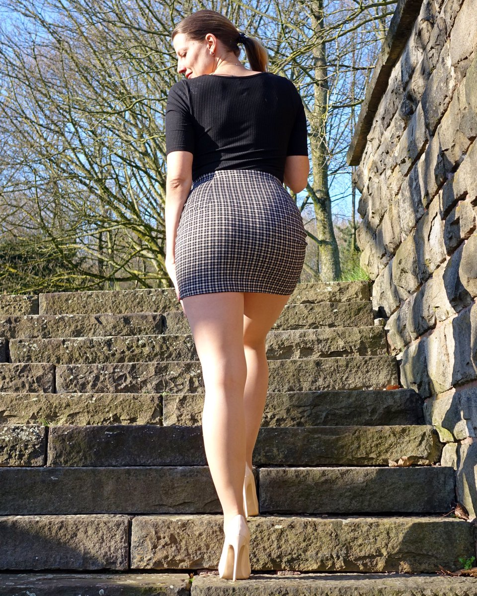 Behind me - the best community ever! Thank you so much for all your support ❤️💋  #femininstyle #pantyhosefashion #legs #fashiontights #pantyhoselegs #highheels #tightsfashion #nylonlegs #nylonfashion #fashionpantyhose #fashionlegs #mystylerocks #mylookoftheday #MiniSkirtBeauties