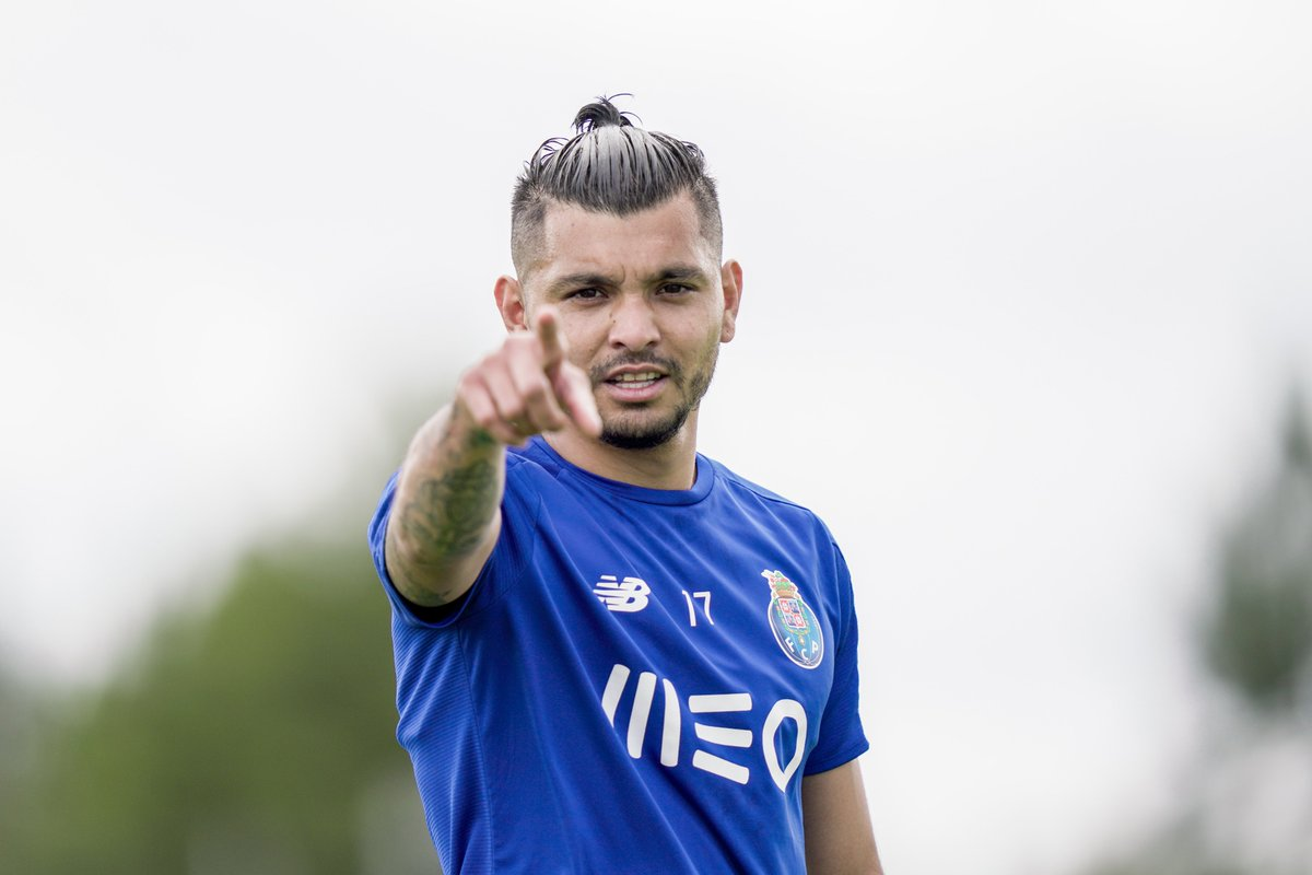 Are you talking to me? 😀👉 #FCPorto https://t.co/LHpSC7jhKx