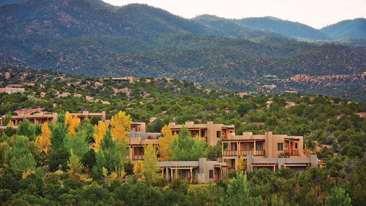 """Spa DIYs, innovative cocktails, secret recipes for guest favourites at Terra - check out the new """"at home"""" series from @FSSantaFe and #DreamwithFS https://t.co/oyvlW7VpcM https://t.co/O3ew2xxbLj"""