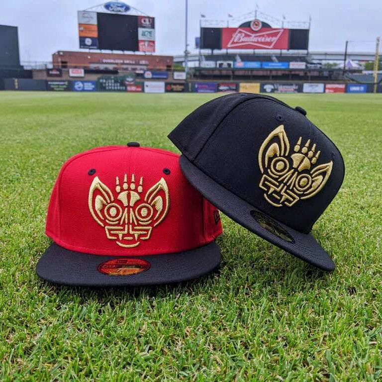 "#CincoDeMayo Giveaway 🎉   Retweet with your choice of either ""🔴"" or ""⚫️"" and you'll be entered for a chance to win that color Murciélagos de Louisville hat!  A random winner will be selected and announced tomorrow (5/6) at 2:00 PM.  Buena suerte (good luck)! https://t.co/eKgnyiuUvf"