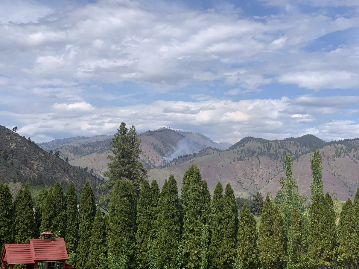 So busy worrying about the pandemic I almost forgot about fire season.  #wenatchee pic.twitter.com/ScXAUenuNw