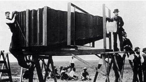 وار ف Pa Twitter أول كاميرا صنعت في العالم إلت ق ط ت صورتها بواسطة ثاني كاميرا ص ن ع ت
