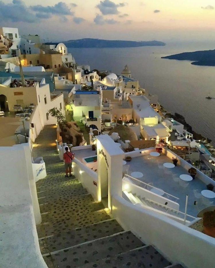 Goodnight from #Santorini #Greecepic.twitter.com/5Mfr3JDZCO