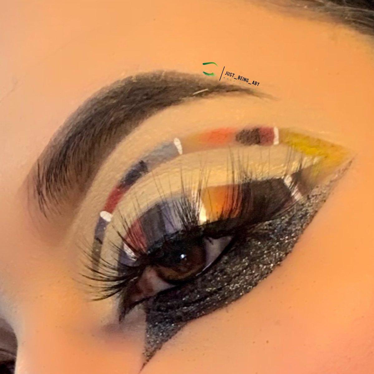 GUEY ES CINCO DE MAYO YA!!!!  Un tragito amargo   Productos: @JeffreeStar #jawbreaker @ABHcosmetics #dipbrowpomade Y la mera mera Mamacitas Cosmetics #glitterpic.twitter.com/u8HBvpRZH6