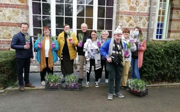 Juilly ► La municipalité a offert un brin de muguet aux seniors - https://t.co/iyWmWdP3CE #Juilly #muguet #fetedutravail https://t.co/wpv0zvysD4