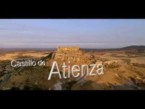 Castillo de #Atienza, a vista de #drón. . Impresiona desde la distancia: su torre, elevada sobre una roca, es un punto de referencia en kilómetros a la redonda. #Guadalajara  @CasaGuadalajar1 @GuadalajaraAyto  https://t.co/EjuKmpSKnP https://t.co/q1qHmRNVFa