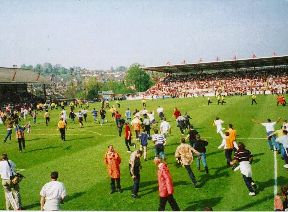 ON THIS DAY 2000: Shrewsbury Town celebrate survival at Exeter City #SALOP