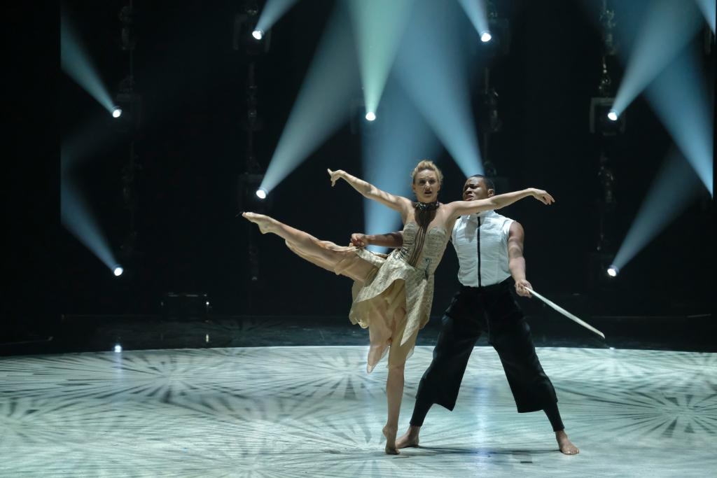 These two didnt string us along in this #SYTYCD contemporary dance. 🎻