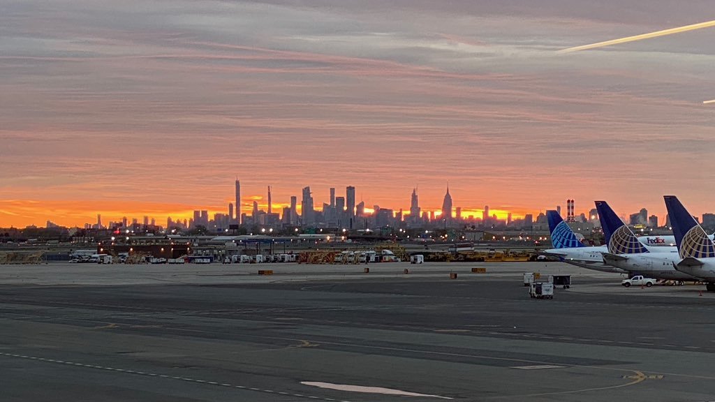Good morning EWR #Sunrise is the reminder that we can start new beginnings all over again. #UnitedTogether @weareunited @EWRmike @Trozie2 @CamachoN20 @William3167 @TheRealMLHJR @MoeHawkins20 @KellyTolbertUAL @KeithWaiters3 @JMRoitman @mtmorais28 @jeff_riedel160