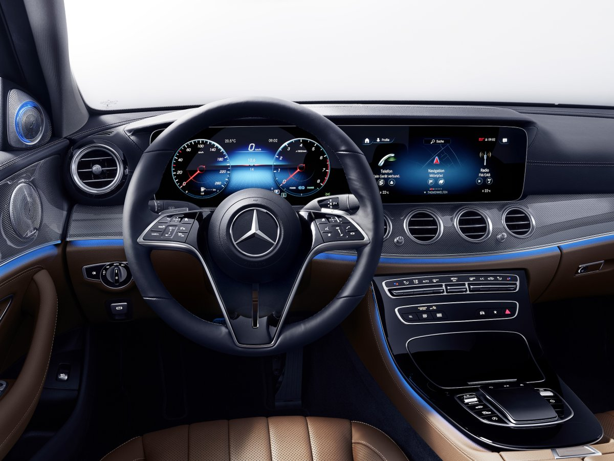 In the summer of 2020, the #EClass will launch a new, comprehensively digitalized generation of steering wheels from #MercedesBenz: the capacitive steering wheel. https://t.co/cR8S8vEYPo