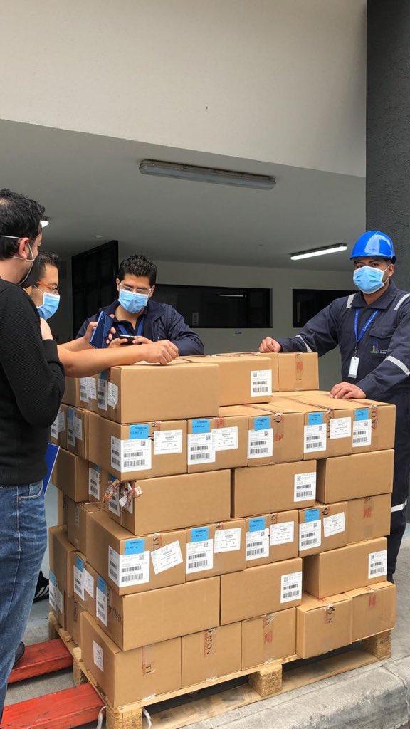 Como parte de la firma de convenio, hoy, en el Hospital @IESSHQSur, se efectuó la entrega del cargamento de medicamentos, por parte de Novartis. ¡Trabajamos de manera conjunta, con la empresa privada, en beneficio de los asegurados!   #IESSJuntosPodemos https://t.co/pa1Qr4x3xq