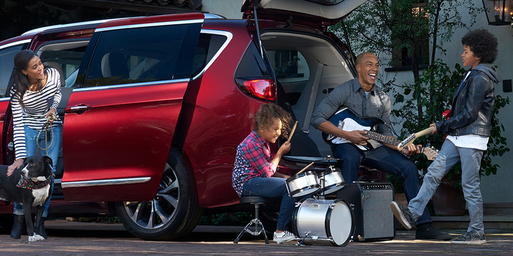 Approximately a zillion possibilities. Check out our Story to learn how to turn your Pacifica into a driveway getaway. #PacificaCampOut #DrivewayGetaway https://t.co/dJWbnlpW6f