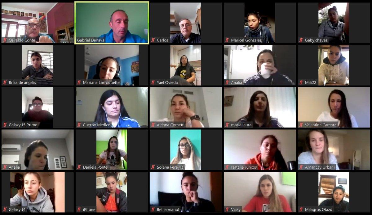 #SelecciónFemenina Las jugadoras de la Selección Mayor y #Sub20 participaron de una charla de nutrición junto al cuerpo técnico bit.ly/35BgtCl