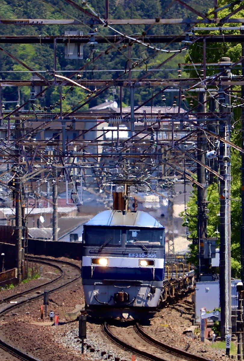 今日の5071レは、連休明けのコキ返却ロンコキ最高🙌 #吹田a127運用 #5071レ #EF210305 #EF210 #吹田機関区 #貨物列車 #電気機関車 2020.5.7 pm12:14 https://t.co/UvLpGLQtZ2