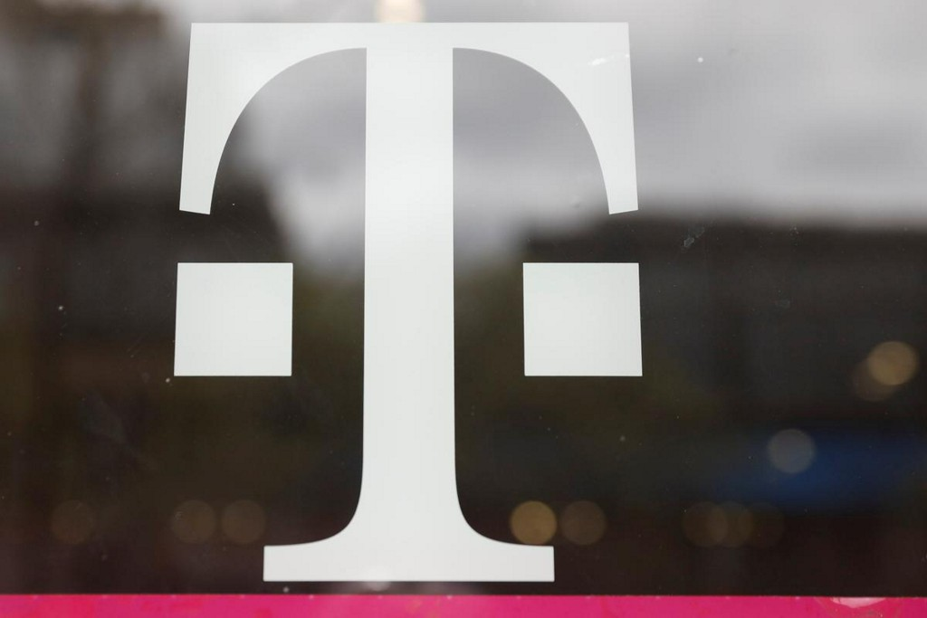 T-Mobile beats phone subscriber estimates as lockdown creates demand surge