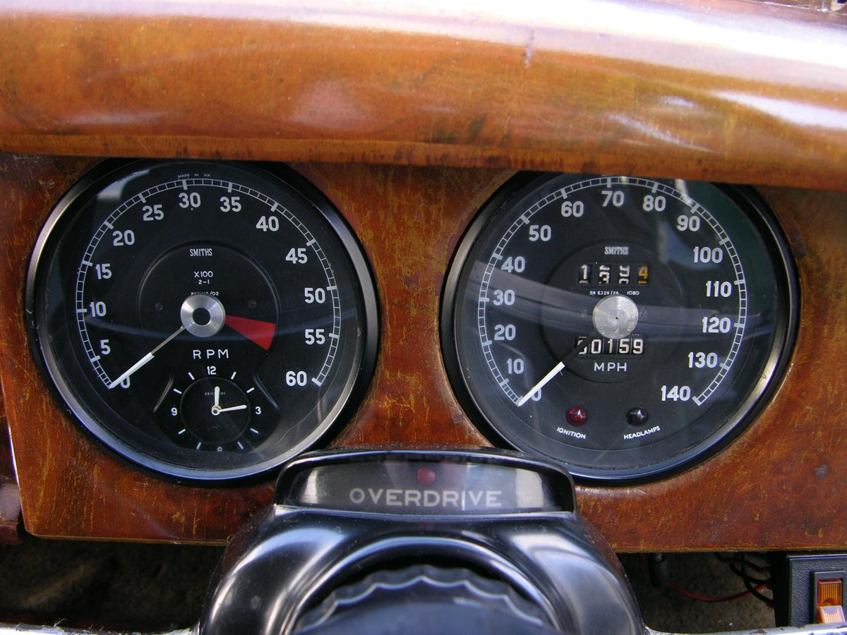 SMITHS #gauges on a 1966 #Jaguar S Type. Still manufactured in the UK using the original drawings #classiccars #JaguarSType | https://www.smiths-instruments.co.uk/jaguar pic.twitter.com/0koHHzLAGc
