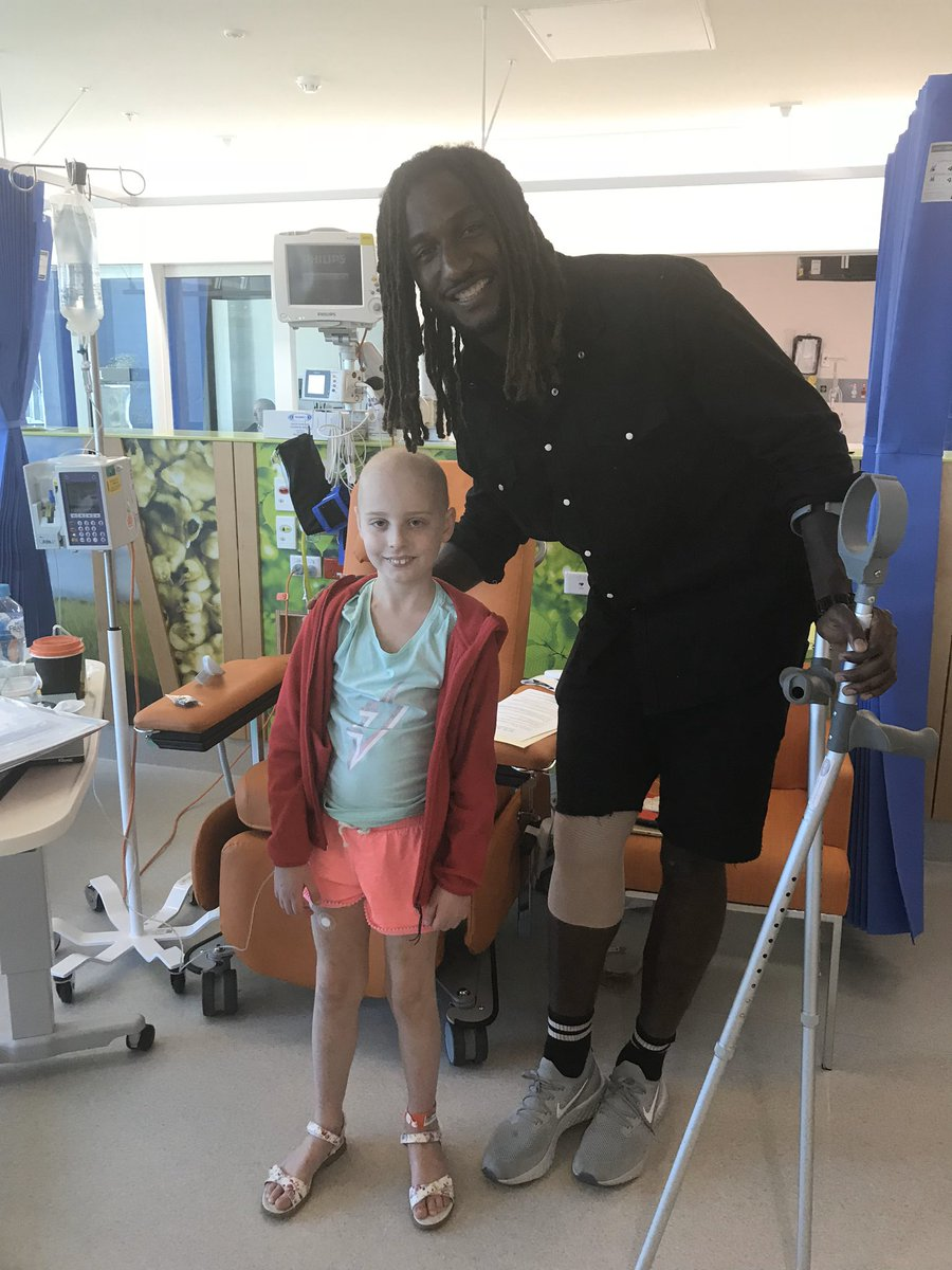 Chloe really wanted to invite @NicNat to her last chemo 🔔 ringing party but couldn't due to covid19 restrictions. He made her day in early chemo days. Perhaps a shout out to Chloe over twitter @NicNat?? https://t.co/yG6JAunHg5