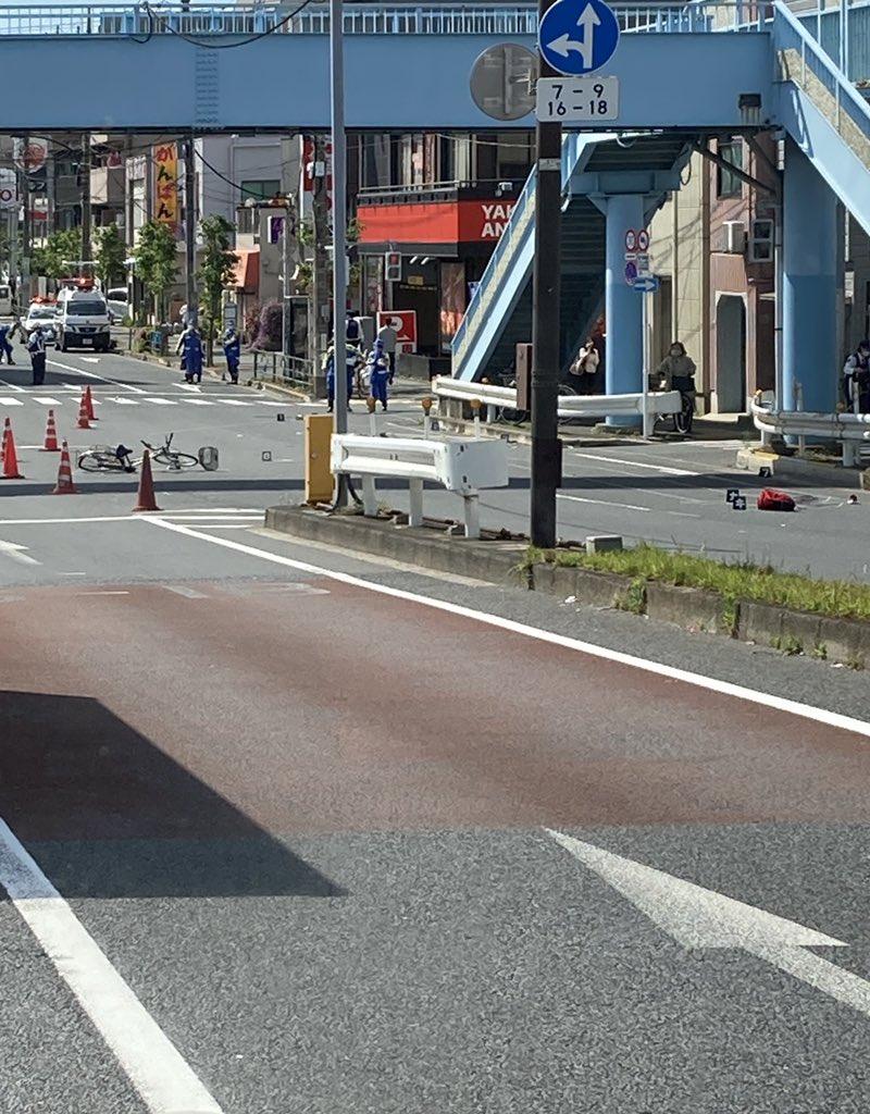 画像,市川橋で事故かなり飛ばされてるし、血がいっぱい流れてたから助かってはなさそう…自分も気をつけよう… https://t.co/AG7KS46fQG…