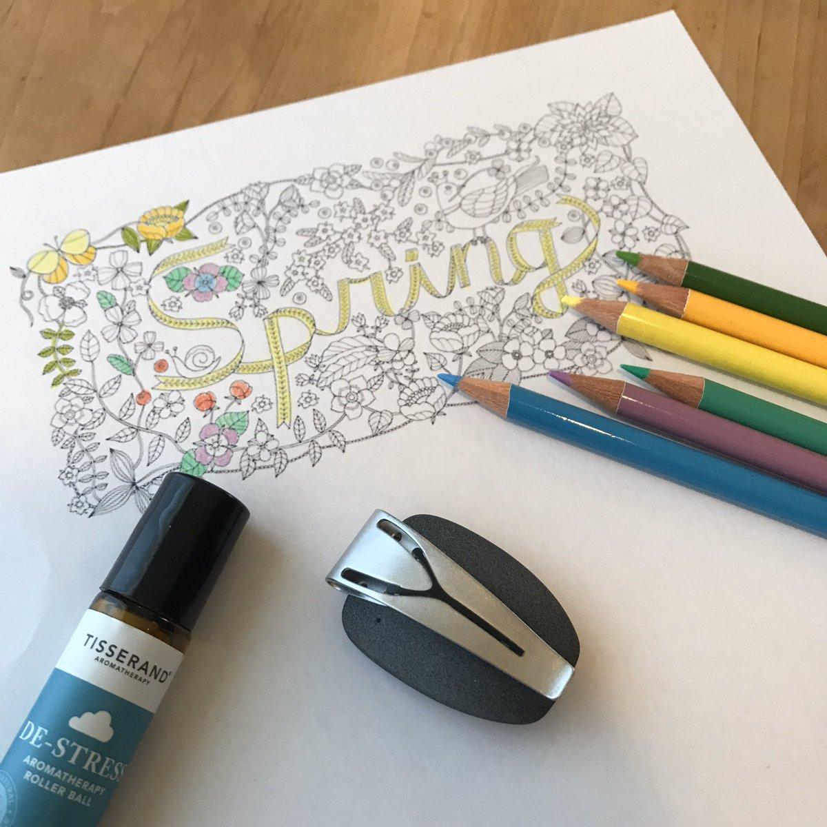 GWのおうち時間、どんなふうに過ごしましたか?  最近、おとなの塗り絵をやっています。単純作業に没頭すると、呼吸が落ち着き、自律神経のバランスも整います。  きれいな色や柄にも癒されます。  #スパイア #おとなの塗り絵 #呼吸 https://t.co/jZKBbTqml5
