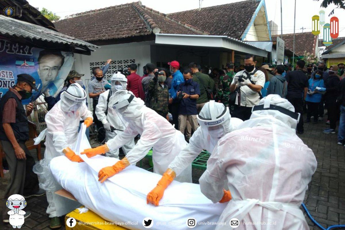dan keluarganya, serta menghindari terjadinya penolakan pemakaman seperti yang terjadi di beberapa tempat.  Beritanya bisa klik  ya.  #UniversitasBrawijaya #KampusUB #SatgasCovid19UB #KampungTangguhUB #UBVsCovid19 #DariUBUntukMalangRayaDanIndonesia 