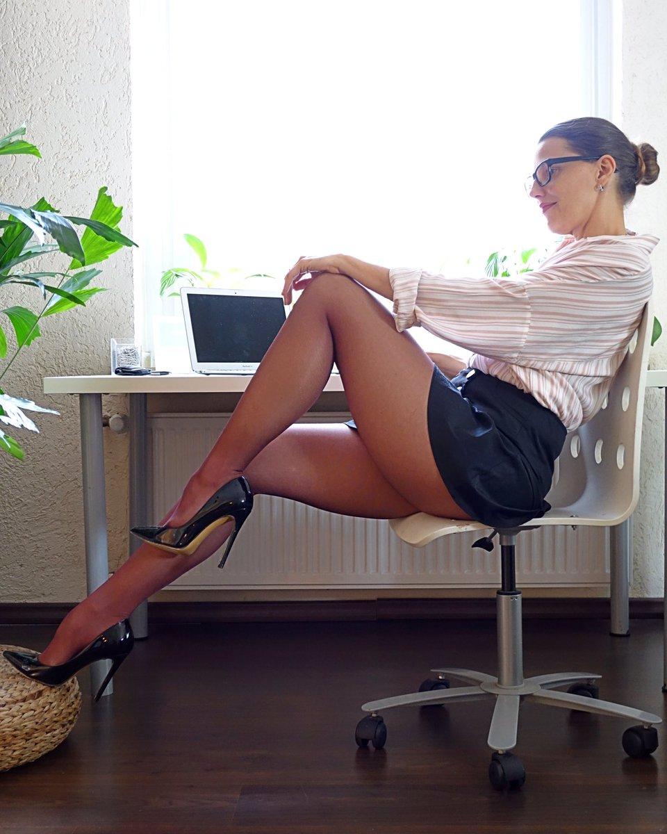 It don't have to be always a black or tan pantyhose 😉💜  #pantyhosefashion #pantyhose #legs #fashiontights #pantyhoselegs #pantyhoselover #tightsfashion #hosiery #nylonlegs #nylonfashion #fashionpantyhose #tightsblogger #fashionhosiery #mystylerocks #mylookoftheday #miniskirts
