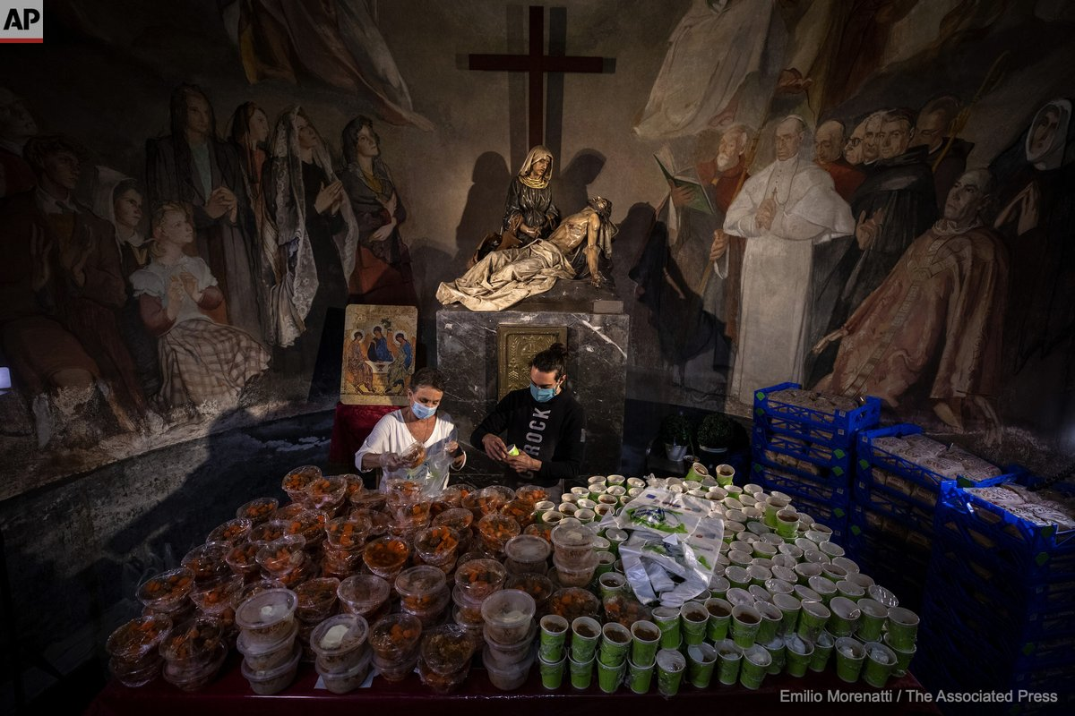 Volunteers organise food to be distributed among people at risk of social exclusion at the altar of La Piedad chapel in Barcelona, May 14, 2020. The Food Bank says that food requests have increased by 30% in the two months Spain has been in lockdown to fight the coronavirus https://t.co/bJpuuiEYNH