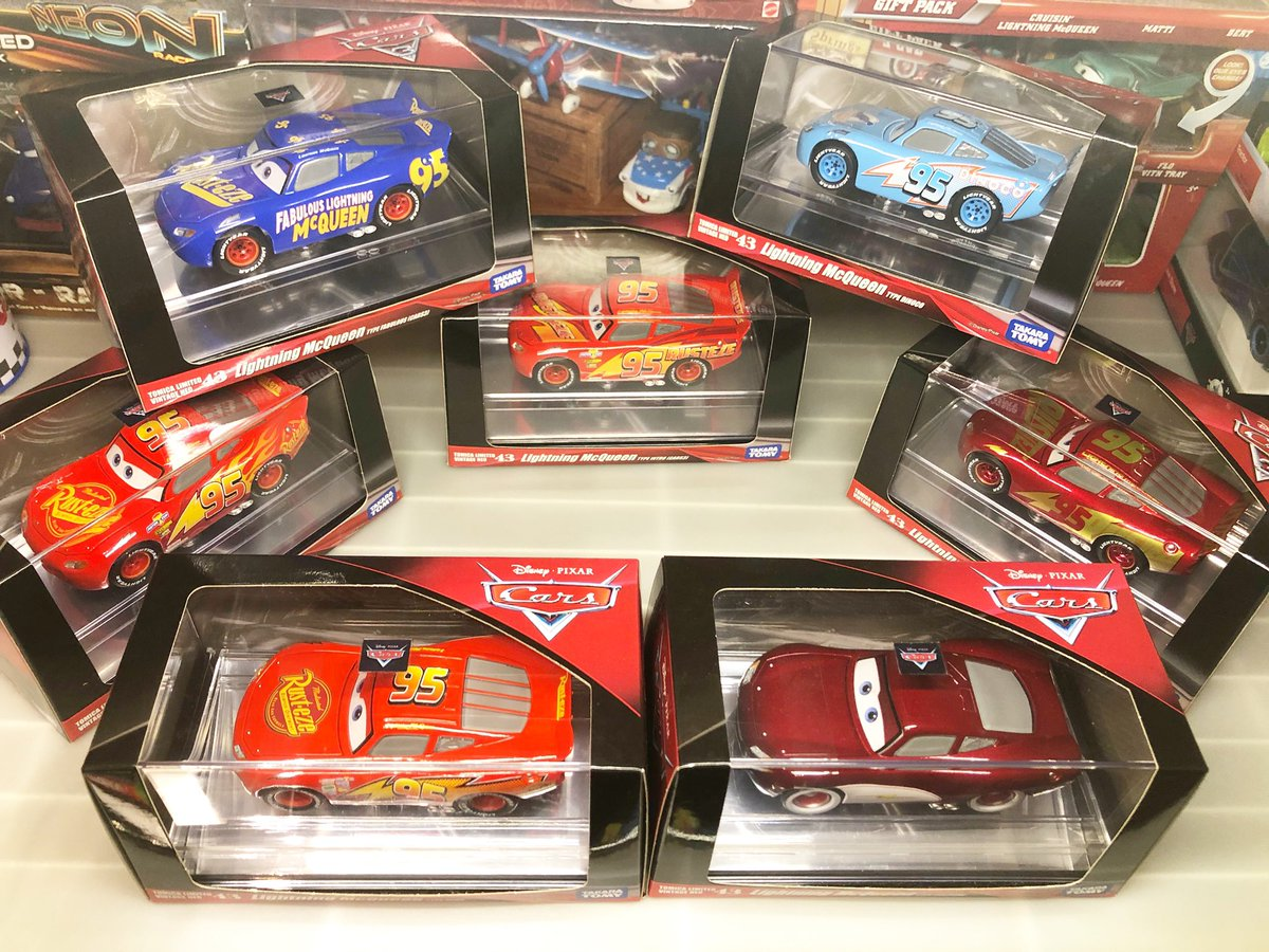 Disney Cars 3 Tomica Limited Vintage NEO43 Lightning McQueen Fabulous