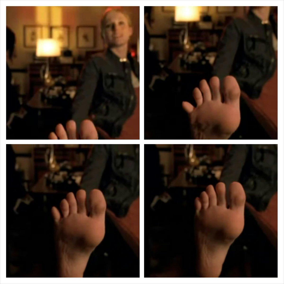 Feet kristen bell Kristen Bell