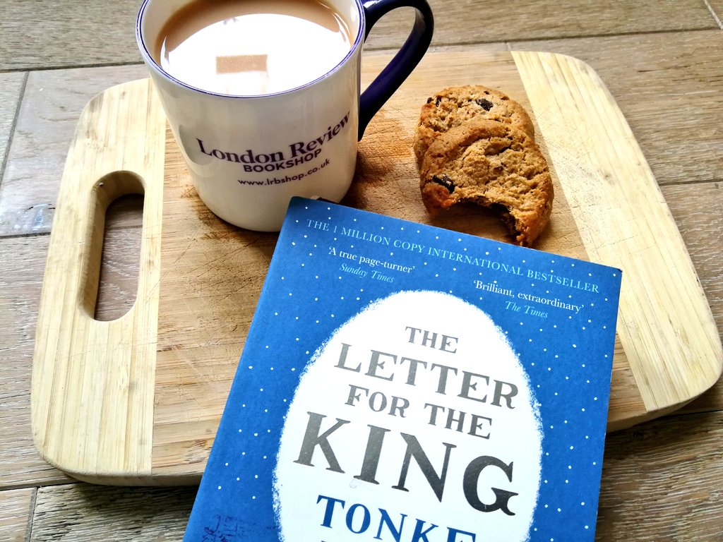 Today's late #ReadingLunch, definitely regressing, earl grey, cookies and children's literature