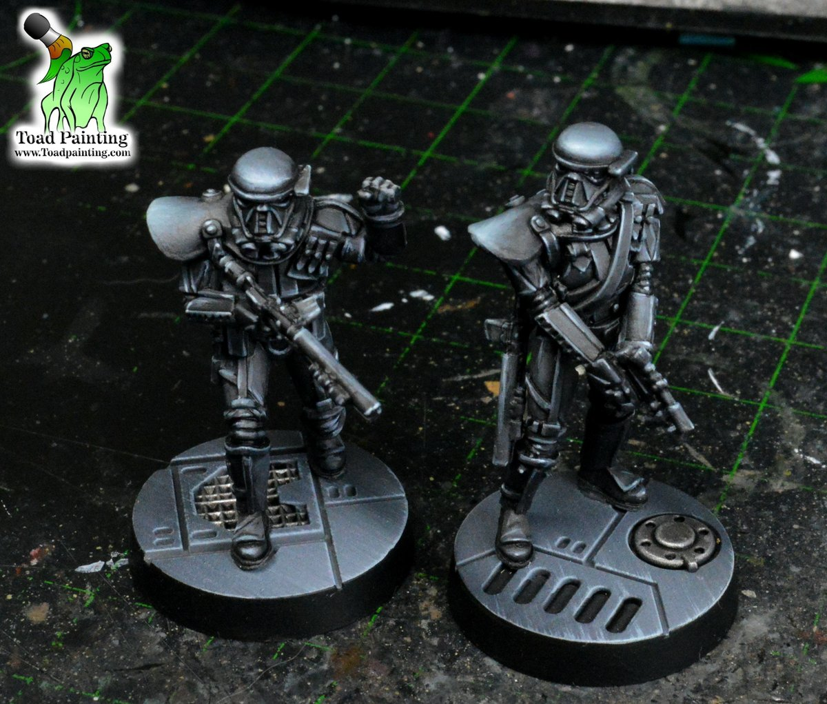 A couple of freshly based Death Troopers from #StarWarsLegion by #fantasyflightgames  #minipainting #miniaturepainting #miniatures #StarWars  #Warmongers https://t.co/Ic5Bt5MDk8