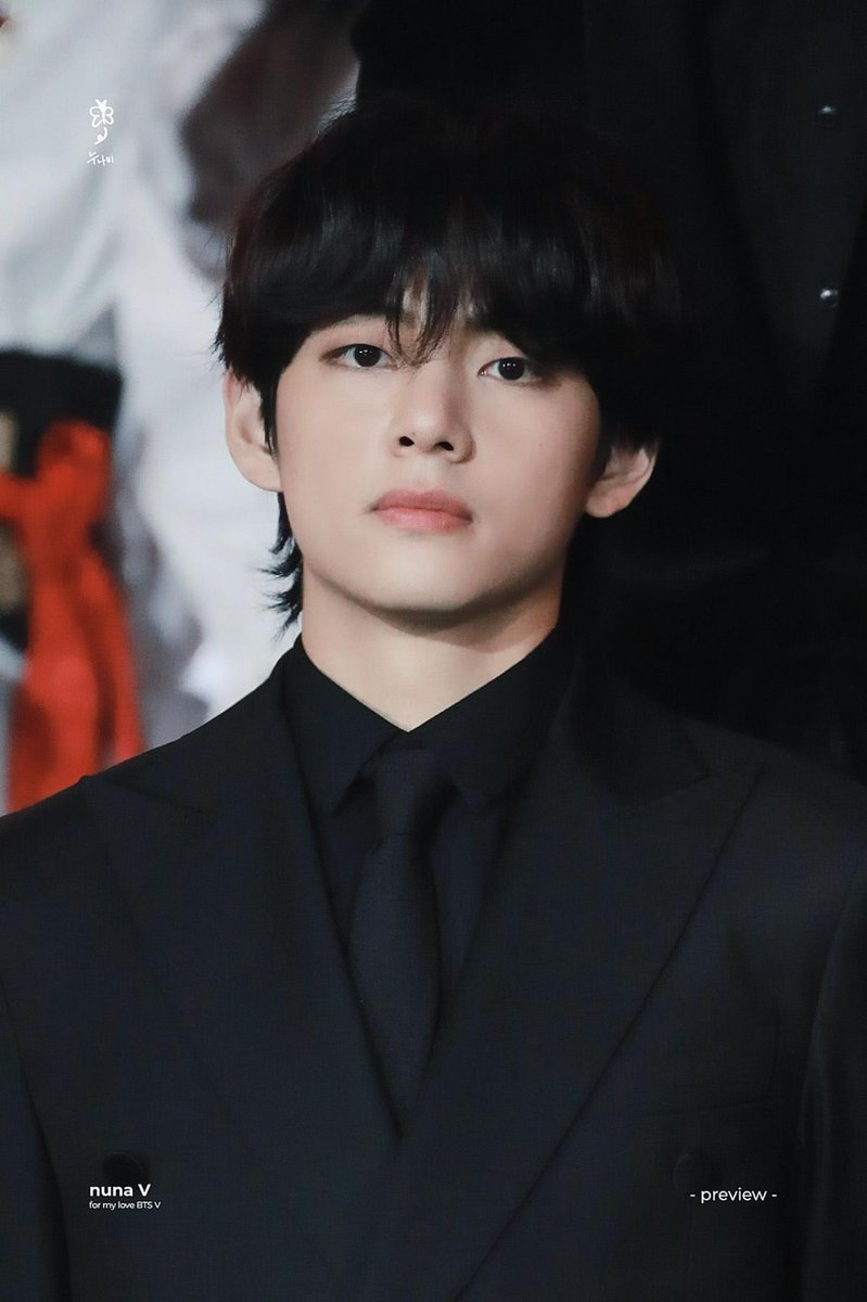 [UCC] BTS V wins the title of 'The Most Handsome Man in The World 2020' https://t.co/2rghmXLPF1 https://t.co/UBQoClvf8n