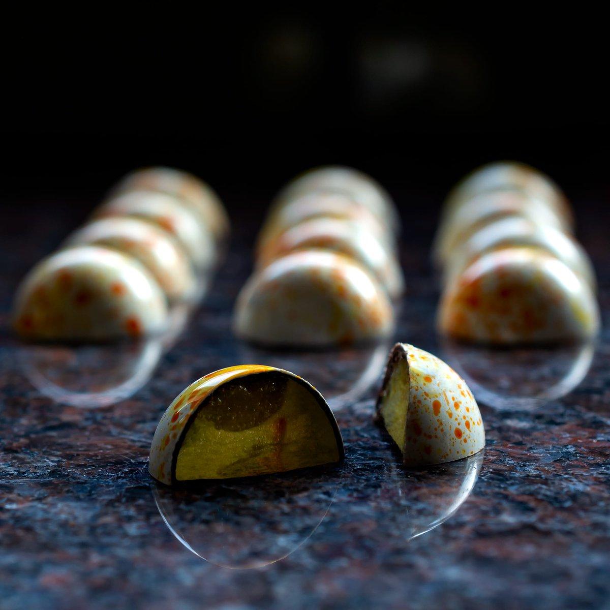 Inside the Saffron, Ivoire & Lemon   #valrhonauk #bonbons #citrus #saffron #ivoire #lemon #pastrychef #inside #stayhomepic.twitter.com/jTKI8Zg7ZZ