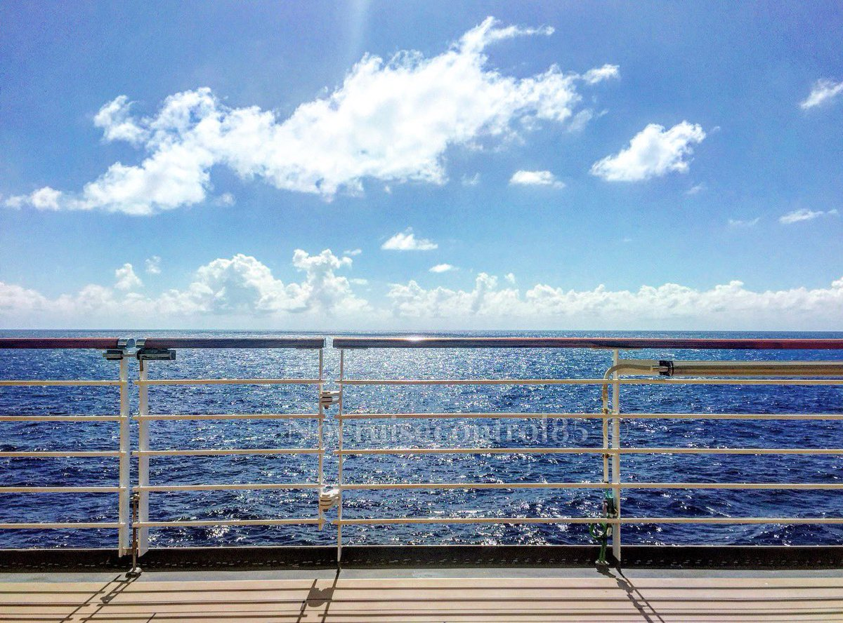 You can't beat the sunny view, from a cruise ship out over the Caribbean Sea  #Caribbean #ship #cruiseship #oceanview pic.twitter.com/mNQtiDRwM0