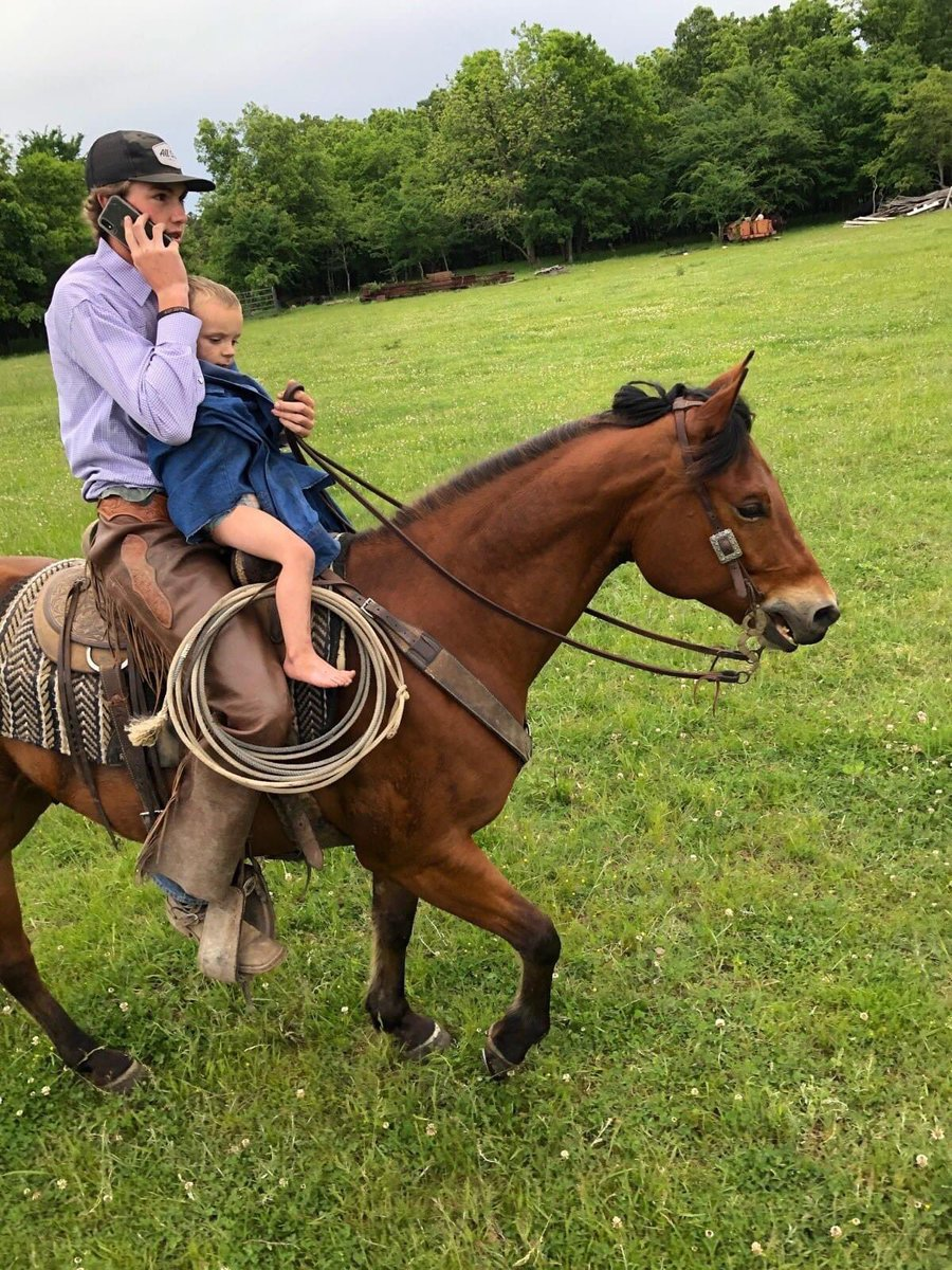 A missing Oklahoma 2-year-old was found by a 16-year-old on horseback this afternoon after a massive 24- hour search by hundreds of volunteers.  The boy was cold and hungry, but otherwise okay.  Here he is with his teenage rescuer on a triumphant horseback return to his family. https://t.co/43F7uGdpss