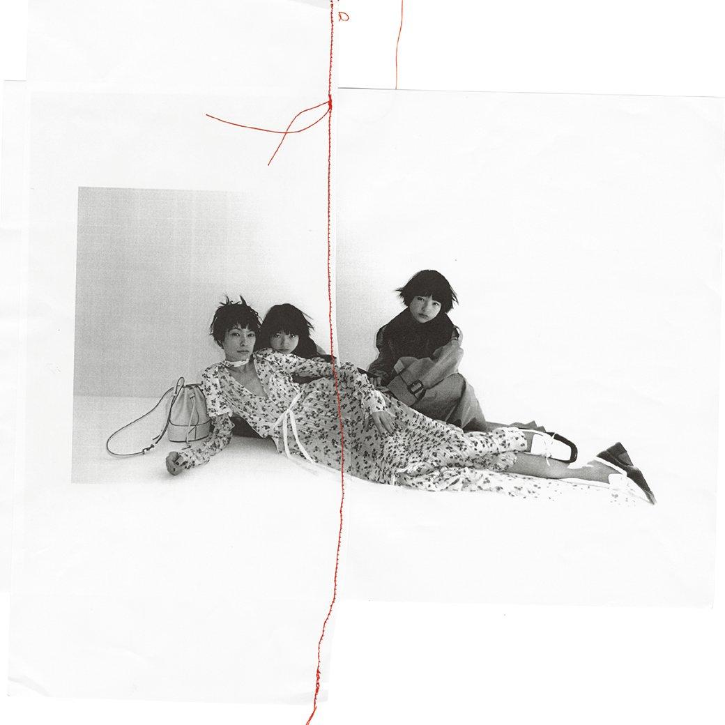 ロエベとのコラボレーションでも知られるアーティスト、fumiko iwanoがモデルの太田莉菜さんと実娘を撮影。親子でロエベの2020年春夏コレクションを着用しています。 From @VioletBookJapan Photo @fumikoimano 2020年春夏コレクションはこちら:bit.ly/2LcEVAC #母の日 #mothersday