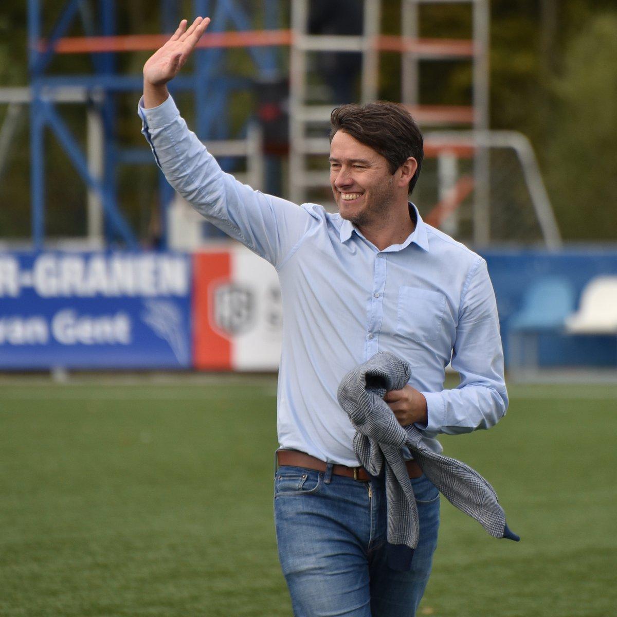 Lieven Gevaert heeft deze week zijn contract als trainer van @hsvhoek met één jaar verlengd. De club haalt met Geert Vermeire (51) ook een nieuwe keeperstrainer binnen. Hij is de opvolger van Gilles Berckmoes, die dit seizoen kortstondig bij de derdedivisionist werkte. https://t.co/OrNWfIlxkP