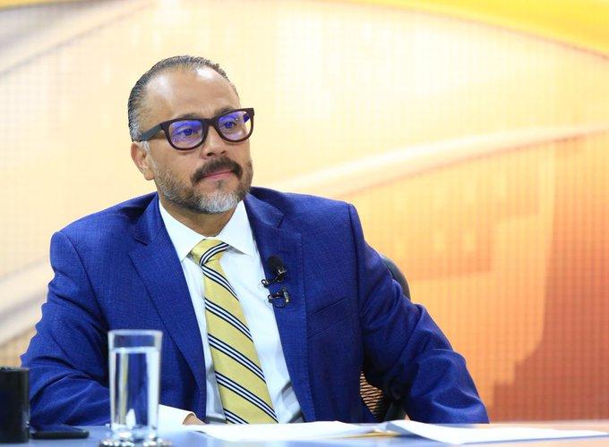 Secretario privado de presidencia cuestiona a presidente de ANEP